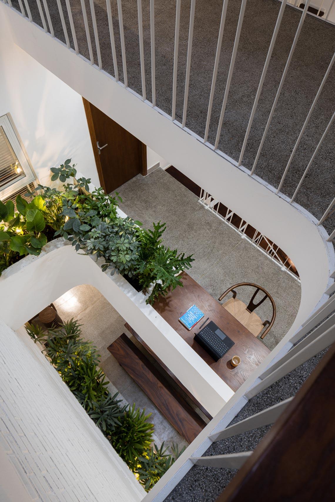 V House – ngôi nhà tràn ngập ánh sáng với những mảng xanh -15